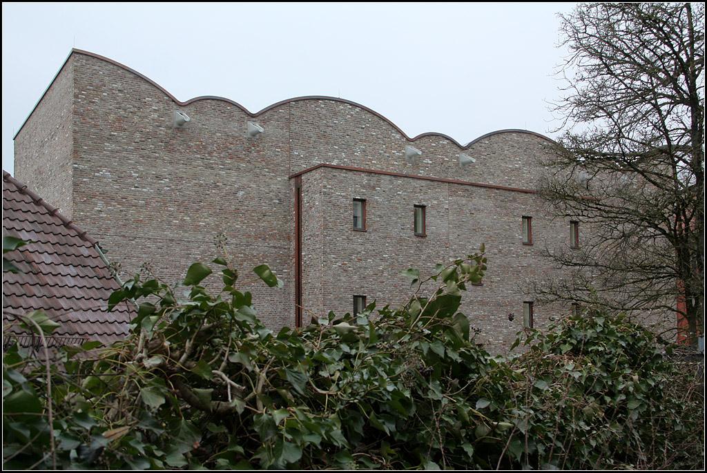 kunstmuseum ravensburg ungew hnliches dach mit konisch zulaufenden gew lbekappen im profil. Black Bedroom Furniture Sets. Home Design Ideas