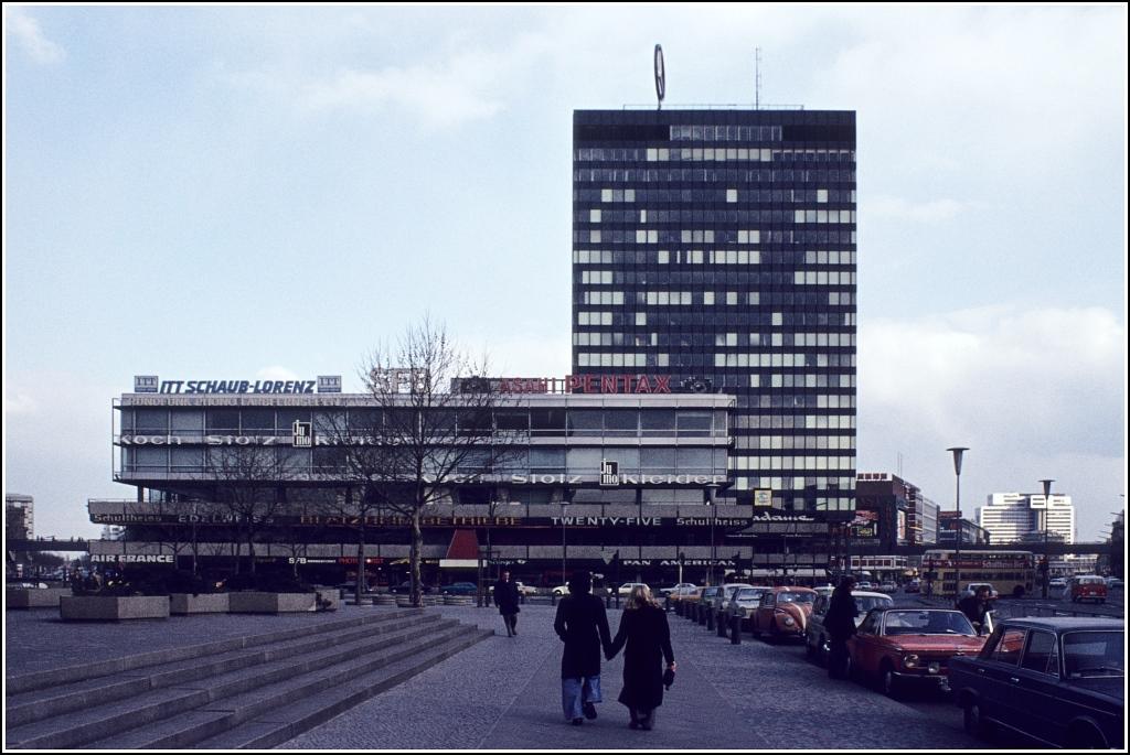 das europa center in berlin in der zweiten h lfte der 1970er jahre scan vom dia staedte. Black Bedroom Furniture Sets. Home Design Ideas
