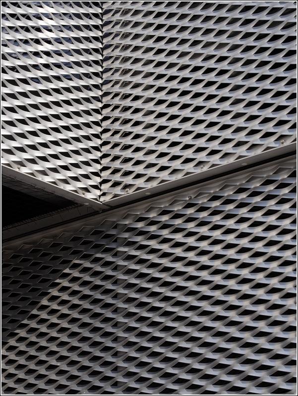 detail der fassadenverkleidung aus streckmetall eines portgeb udes am europahafen in der. Black Bedroom Furniture Sets. Home Design Ideas