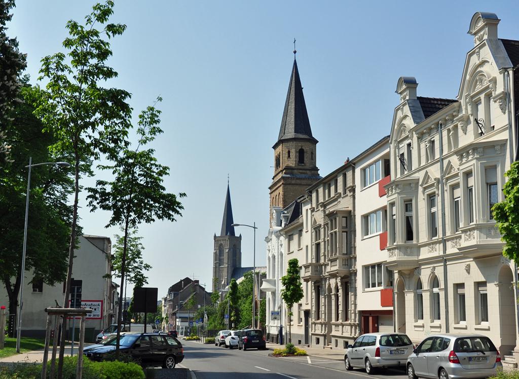 Evangelische und katholische Kirche in Euskirchen friedlich auf einem Bild vereint - 24.04.2011