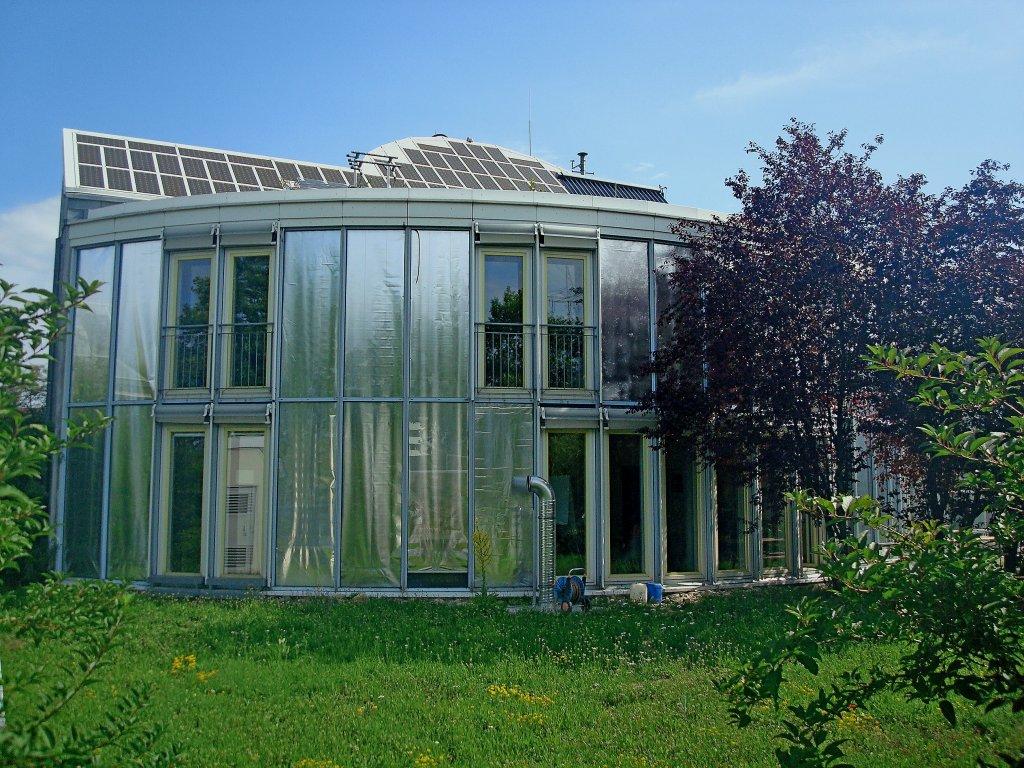 freiburg im breisgau das solarhaus erstes energieautarkes haus in deutschland gebaut 1992 93. Black Bedroom Furniture Sets. Home Design Ideas