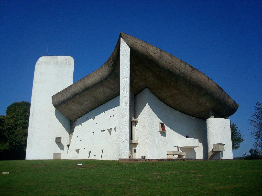 wallfahrtskirche in ronchamp frankreich erbaut vom schweizer le corbusier 1887 1965. Black Bedroom Furniture Sets. Home Design Ideas