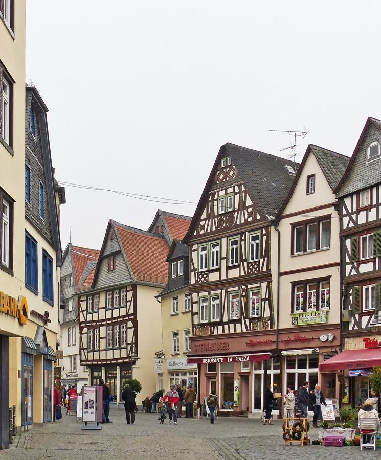 Butzbach wetterau blick vom butzbacher marktplatz in for Fachwerkbauten deutschland
