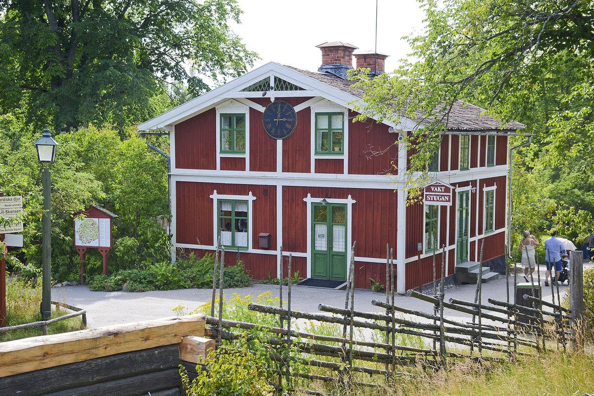 vaktstugan ein traditionelles schwedisches holzhaus im stockholmer freilichtmuseum staedte. Black Bedroom Furniture Sets. Home Design Ideas