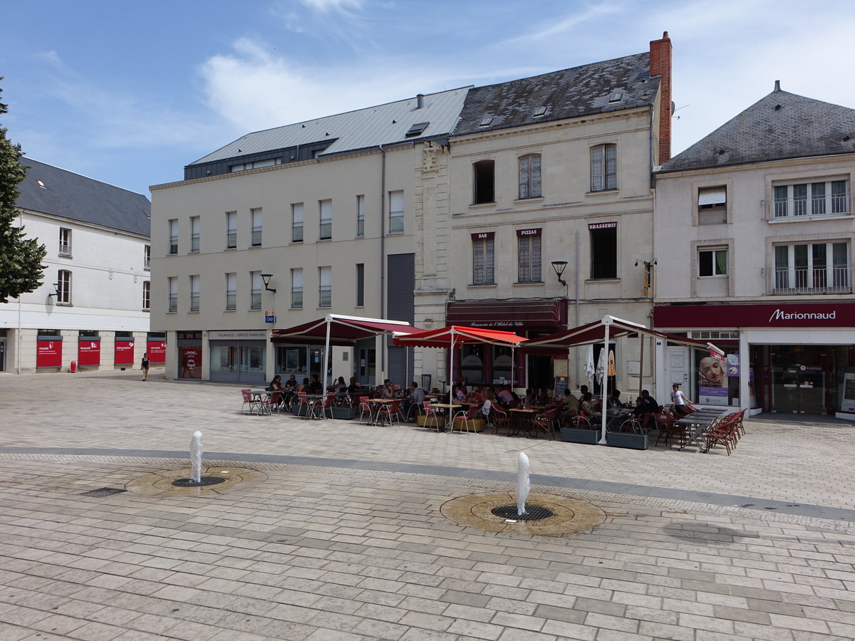 Chatellerault, Cafe am Place Emile Zola in der Altstadt (08.07.2017)