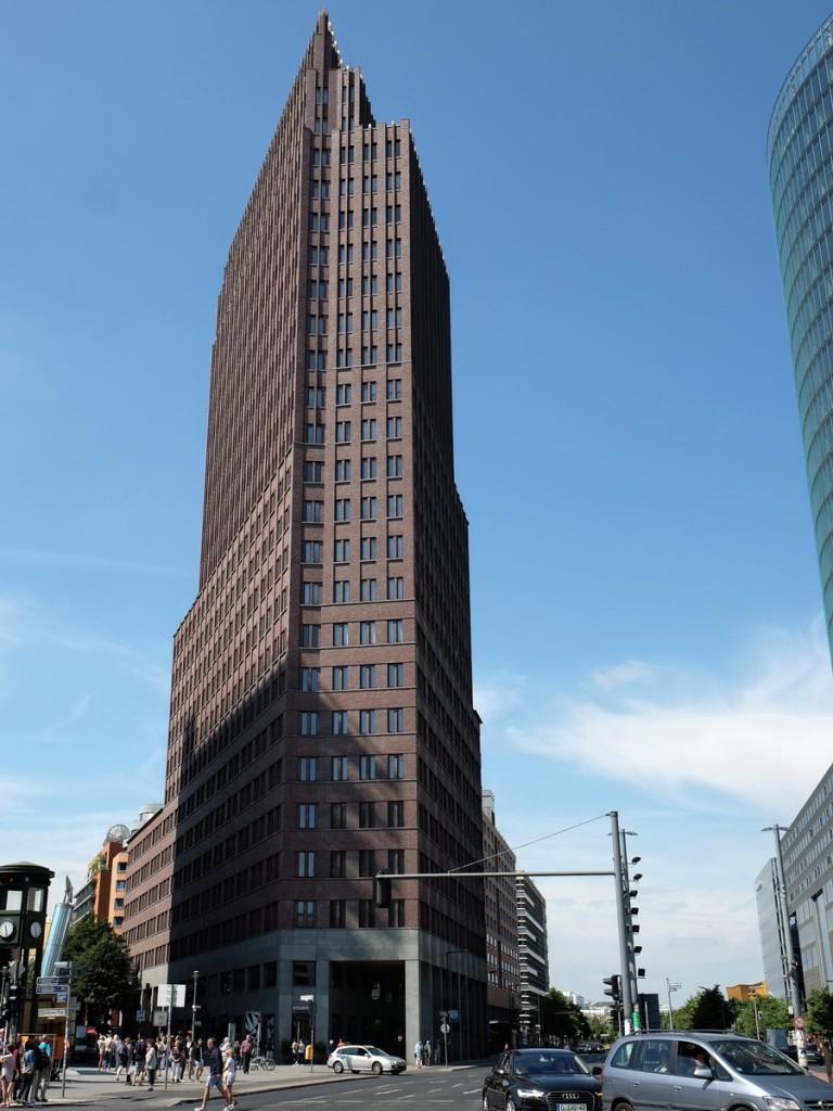 das bild zeigt das haus potsdamer platz 1 mit dem panorama punkt in der 24 etage am 11 juli. Black Bedroom Furniture Sets. Home Design Ideas