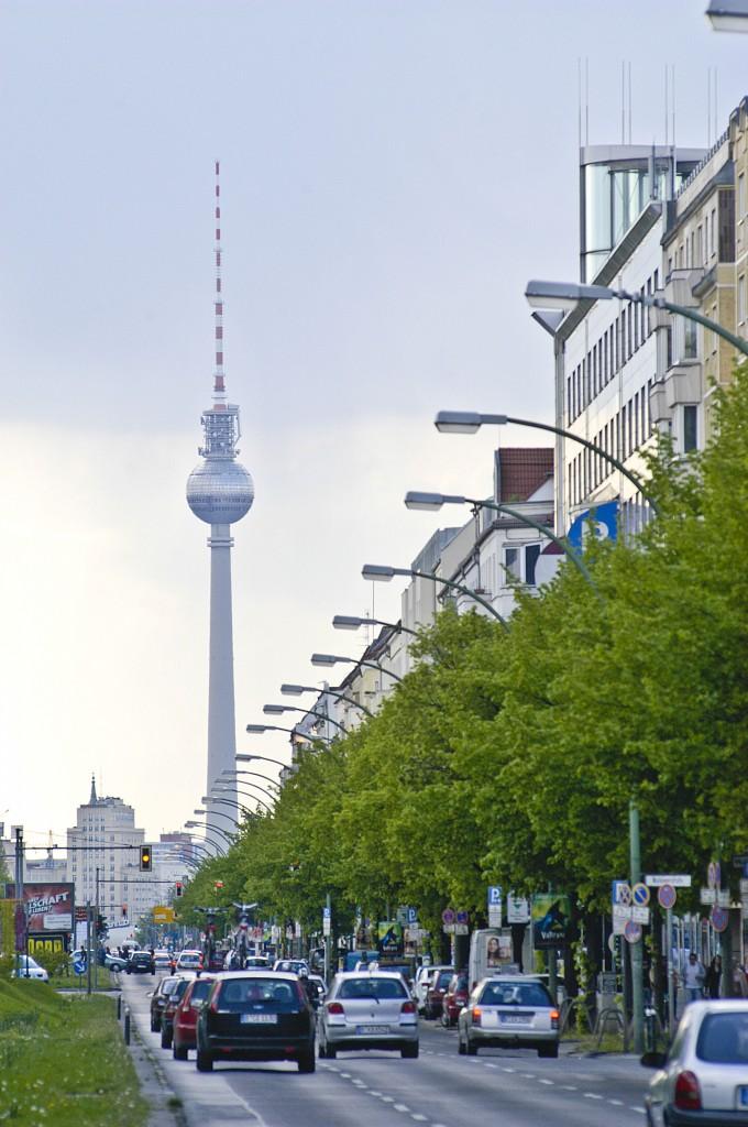 frankfurter allee in berlin friedrichshain mit dem berliner fernsehturm im hintergrund aufnahme. Black Bedroom Furniture Sets. Home Design Ideas