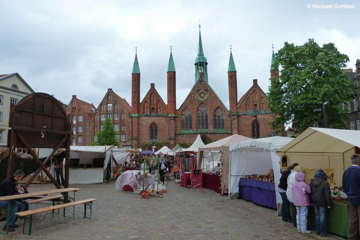 historischer markt vor dem heilig geist spital in l beck mai 2011 staedte. Black Bedroom Furniture Sets. Home Design Ideas