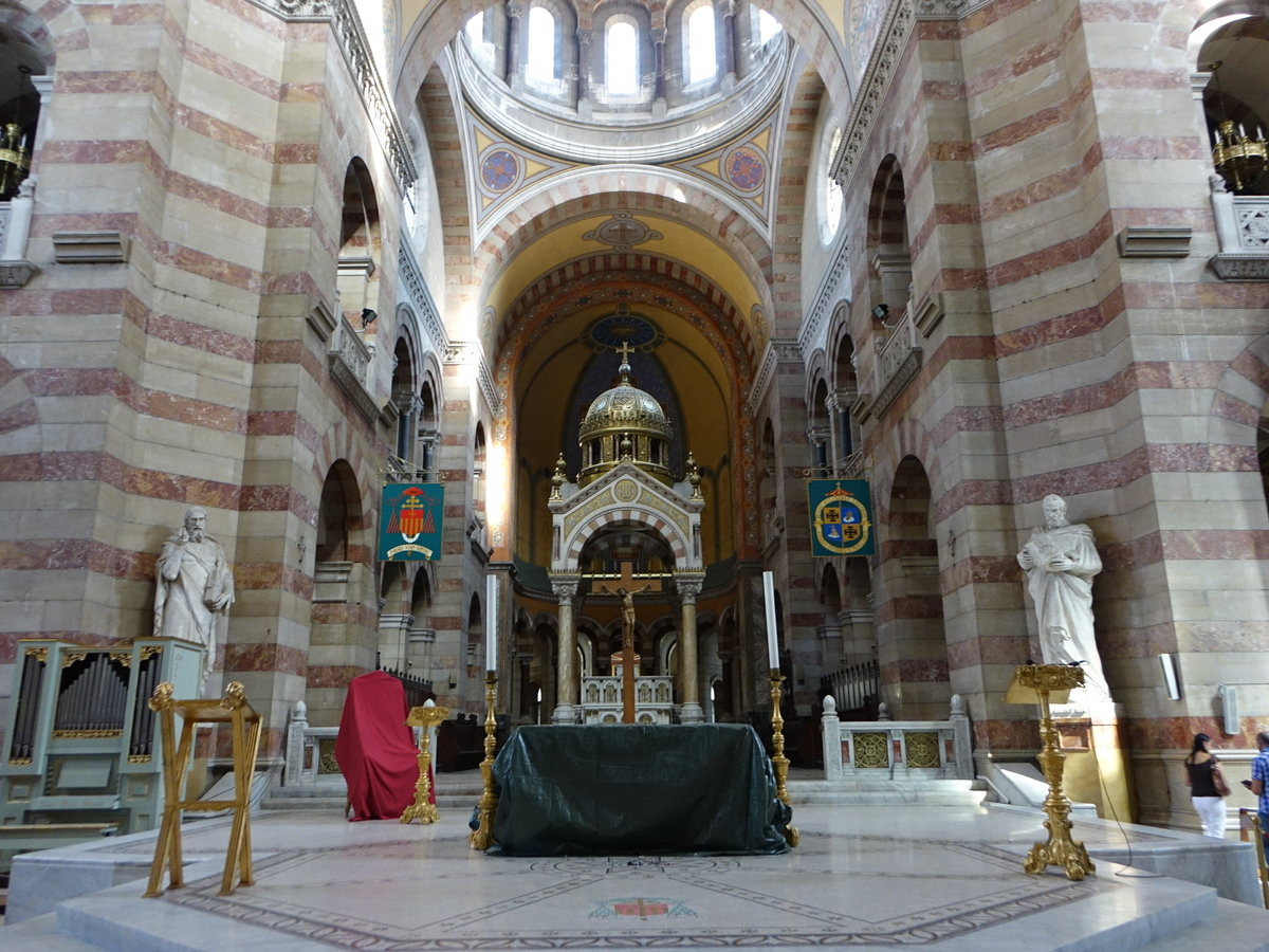 Marseille, Altar in der Vierungsbereich in der Kathedrale de la Major (28.09.2017)