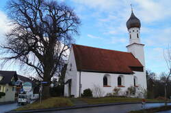 Die Filialkirche St. Mauritius in Seehausen am Staffelsee, 20.12.2018.