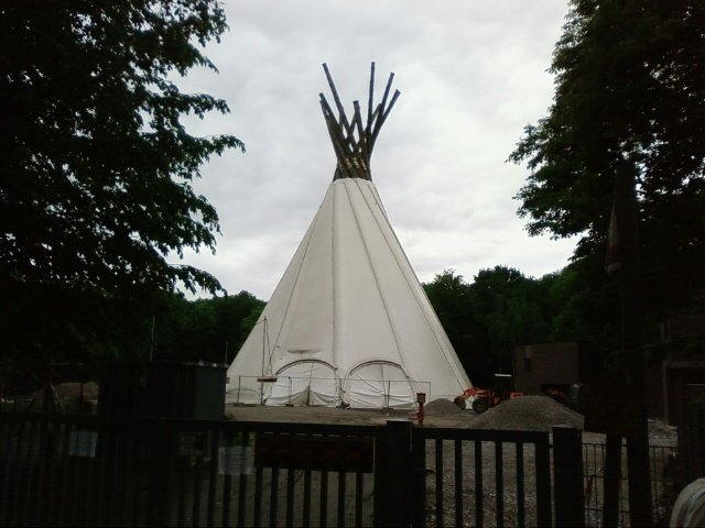 big tipi das gr te indianerzelt der welt staedte. Black Bedroom Furniture Sets. Home Design Ideas