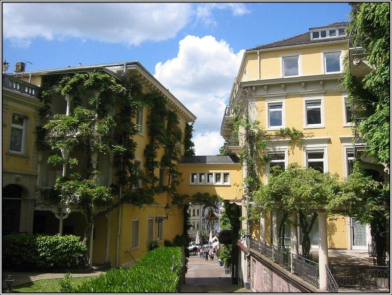 Die innenstadt von baden baden am leopoldsplatz staedte - Bilder von gefliesten badern ...