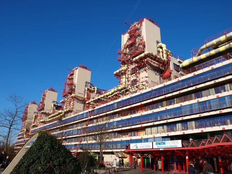 L nge 257m breite 134m h he 54m das klinikum in aachen seit kurzem steht dieses geb ude unter - Hightech architektur ...