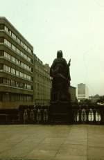 Berlin, Gertraudenbrücke mit Gertraudenstatue (1981)