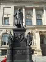 Berlin, Niederkirchnerstraße, Denkmal Freiherr vom und zum Stein, 1860-64 von Hermann Schievelbein, ursprünglich am Dönhoffplatz, seit 2003 vor dem Abgeordnetenhaus (24.08.2011)