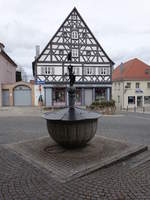 Hilpoltstein, Marktbrunnen mit Brunnenmännlein.