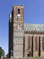 Stadt Prenzlau, Marienkirche mit Denkmal für Martin Luther am 18.